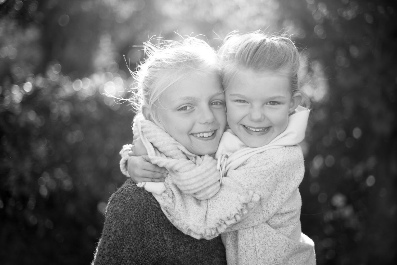 Årets julklapp 2017 , syskonporträtt , utomhusfotografering fotograf Täby Lidingö Danderyd