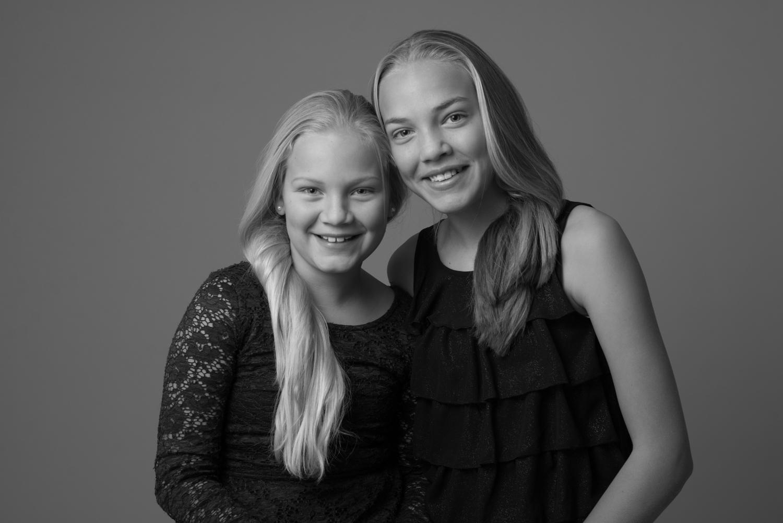 Studio syskonporträtt Blicka studio Täby fotograf Studioporträtt