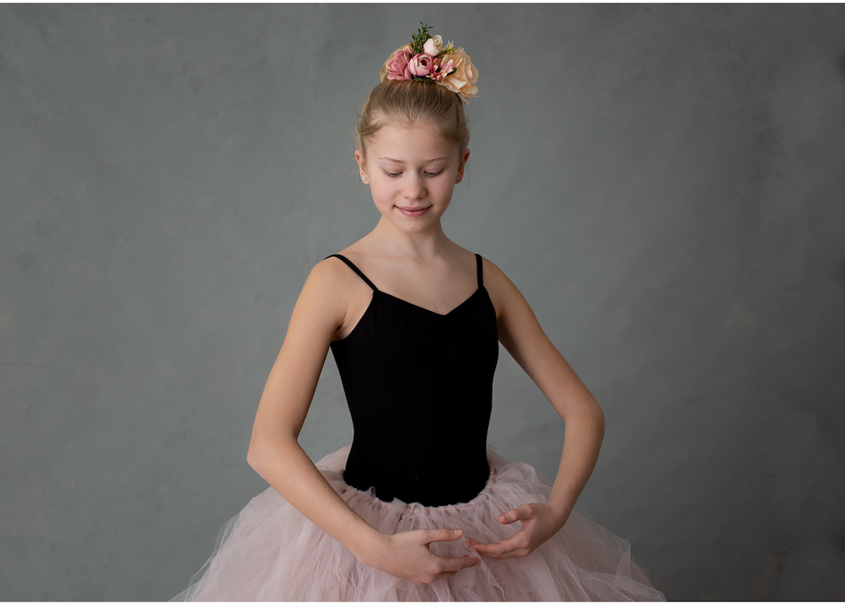 Personliga barnporträtt i studio ballerina med tyllkjol