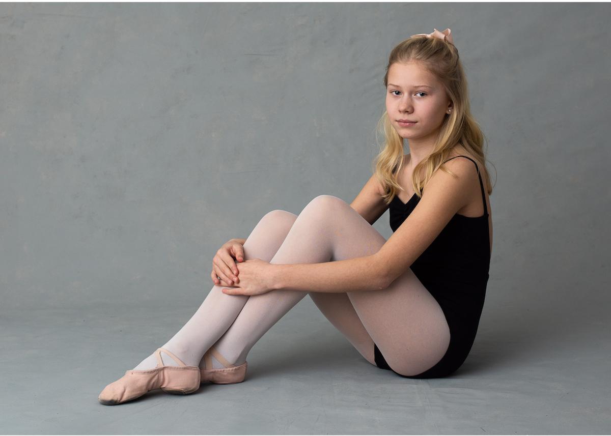 Personliga barnporträtt ballerina studioporträtt
