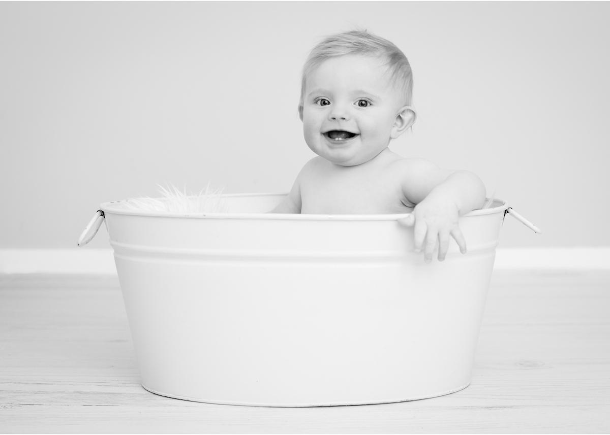 Baby i badbalja babyporträtt Blicka Studio Täby Lidingö Stockholm