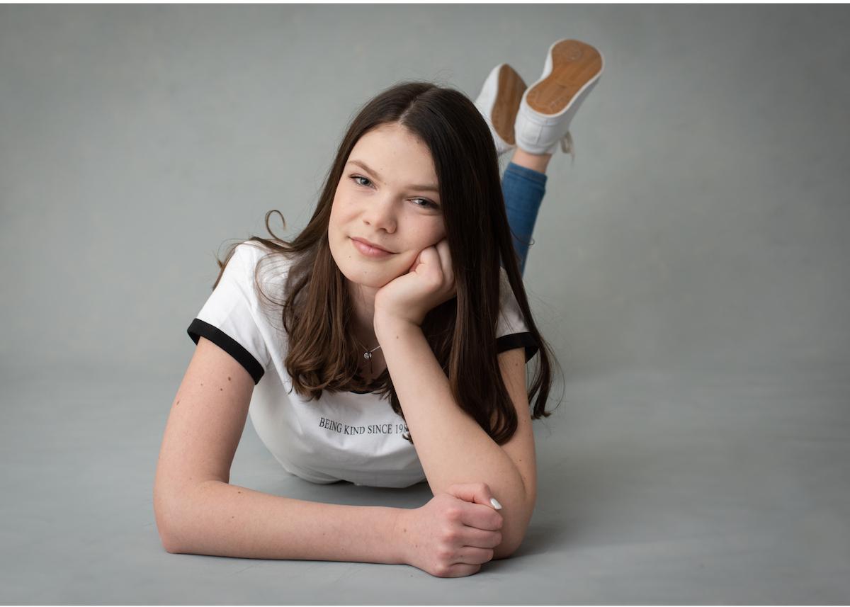 Tonårsporträtt tonårsfoto studioporträtt Naturligt porträtt Blicka studio Täby Stockholm